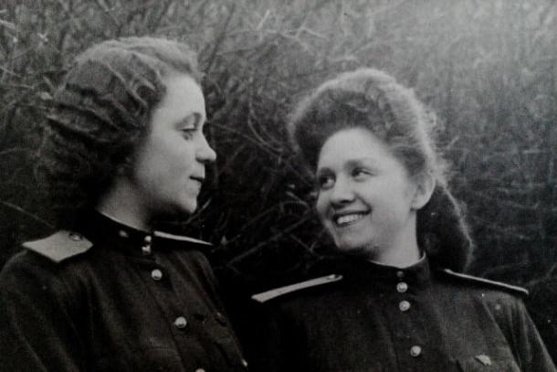 Генриетта Кичкировская (справа) с подругой во время службы в Германии Фото из личного архива Генриетты  Кичкировской