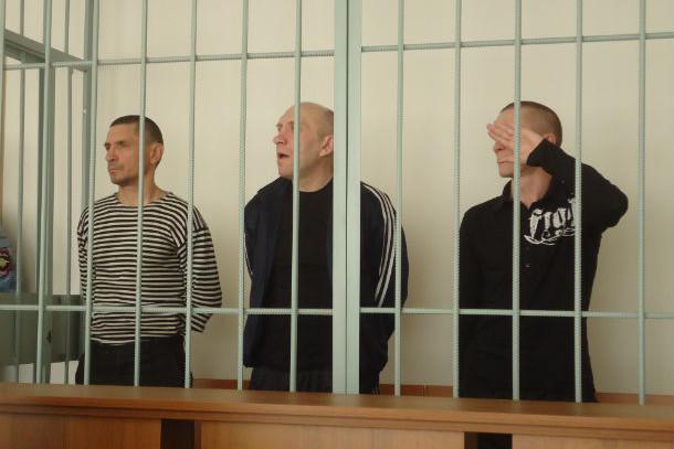На скамье подсудимых приятели Константин Мельников, Алексей Овчинников и Александр Ахмалетдинов Фото Андрея Попкова