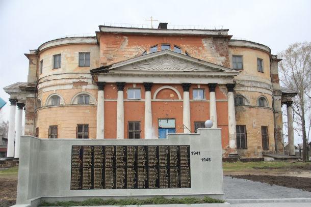 Первые шаги по созданию исторического сквера сделаны — установили мемориал воинам, павшим в ВОВ Фото Анны Неволиной