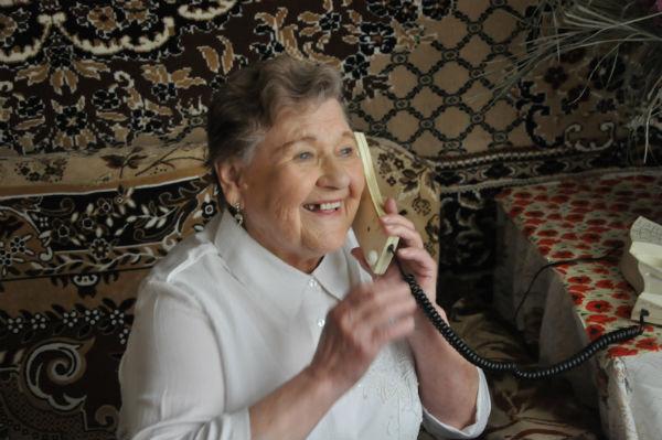 Телефон не умолкает Фото Анны Неволиной