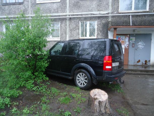 Полисадник — самое место для большого черного Land Rover Фото Андрея Попкова