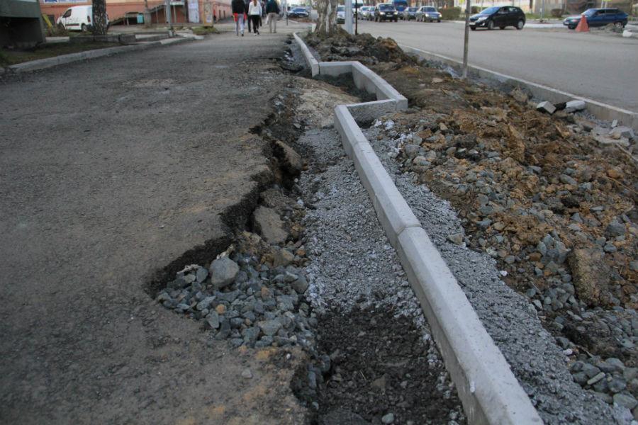 В таком состоянии сейчас бордюры на проспекте Ильича Фото Анны Неволиной