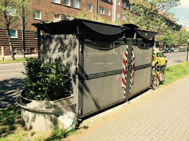Доступ к мусорным бакам имеют только жильцы, которые за это платят Фото предоставлено Константином Болышевым