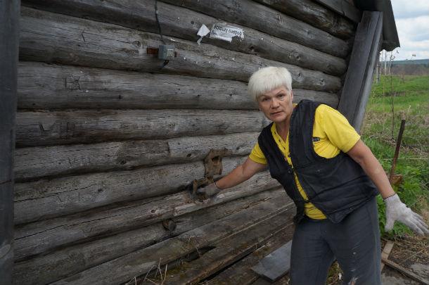 Местная жительница  Светлана Никифорова утверждает, что на всю деревню нет ни одной рабочей колонки.  Фото Ольги Хмелевой