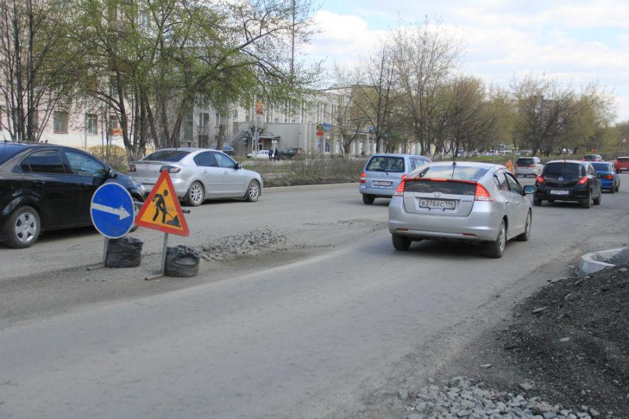 На проспекте Ильича производится выемка грунта для устранения образовавшихся неровностей дорожного покрытия Фото Анны Неволиной