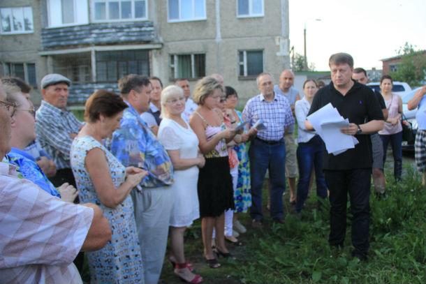 Жители домов №№11А и 11Б возмущены, что их не предупредили об установке теплосчетчиков Фото Анны Неволиной