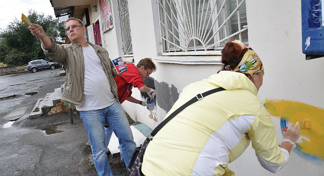 """Три года назад общественник Виталий Листраткин активно занялся проблемой так называемых """"курех"""" Фото из архива редакции"""