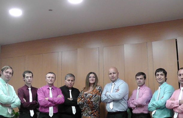 Арт-студия «BELLISSIMO» со своим руководителем Фото предоставлено Валерием Сивоконем