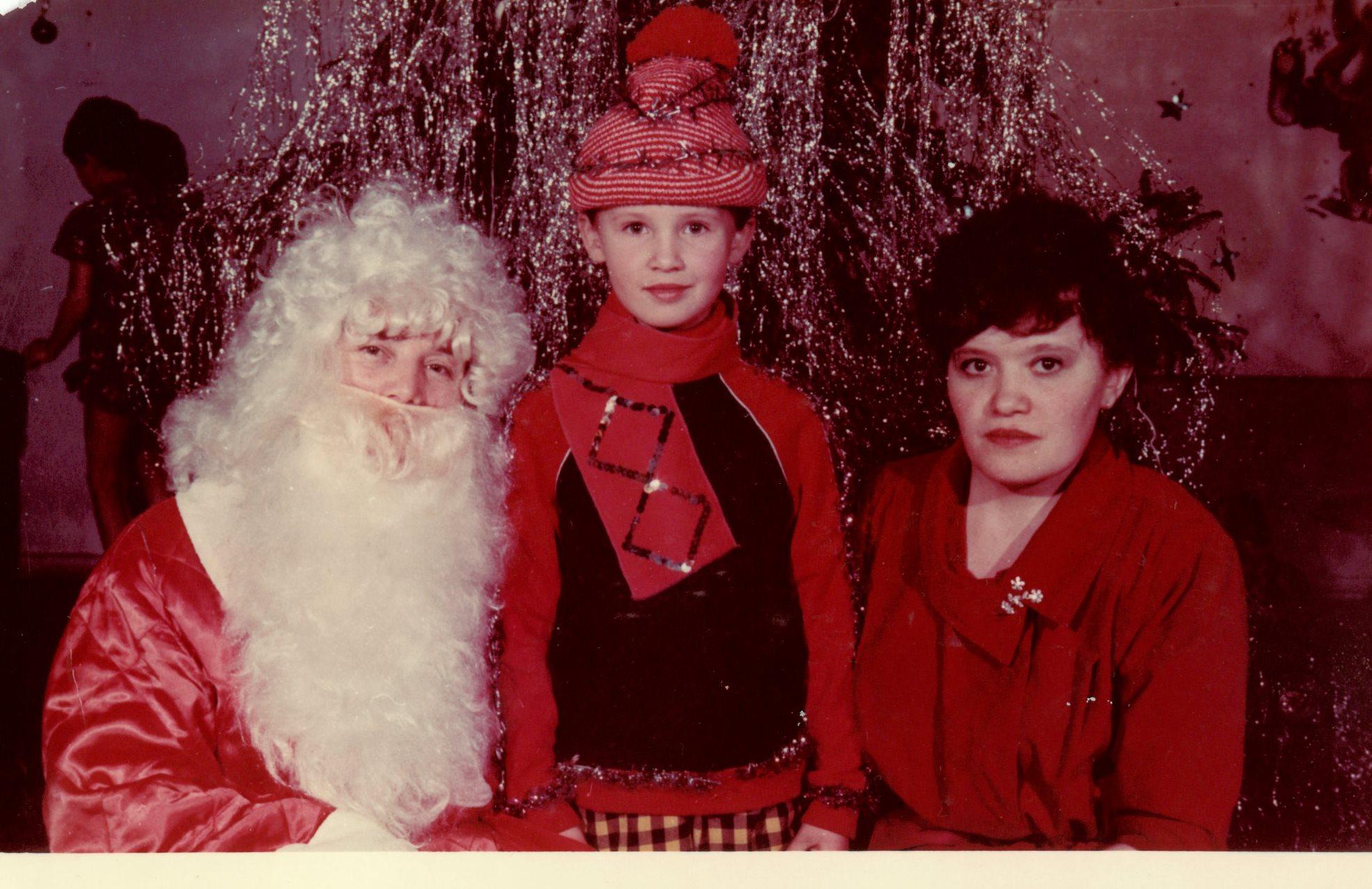 Утренник дс №45 декабрь 1986 - бабушка, я, мама