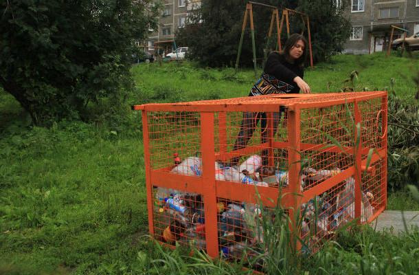 Вообще, контейнеры вертикальные. Но на Советской, 7 он почему-то выглядит вот так. Фото Анны Неволиной