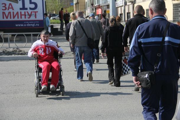 Павел Поповиченко считает, что первоуральцы невнимательны к инвалидам. Фото из архива редакции