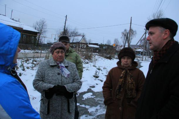Жители поселка Шайтанка добились проведения комиссии — в числе проверяющих чиновники и депутаты Фото Анны Неволиной