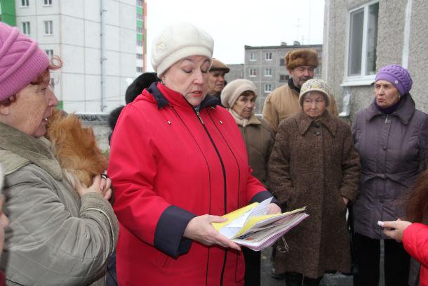 Жительница дома №51 по улице Вайнера Тамара Пестерева считает, что управляющая компания работает не по поравилам Фото Ольги Хмелевой