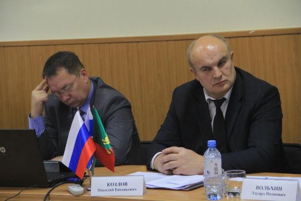Хедлайнеры круглого стола — Владислав Изотов (слева) и Николай Козлов Фото Анны Неволиной