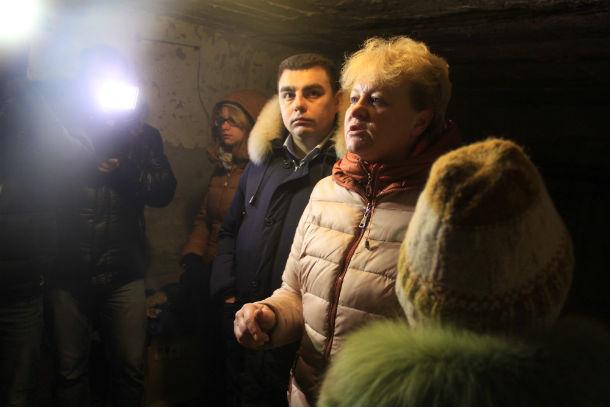 Светлану Калинину ужаснуло увиденное, она сравнила проведение капитальных ремонтов в Первоуральске с бомбежками. Фото Анны Неволиной