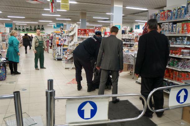 Похитителя колбасы забрали в полицию. Фото Анны Неволиной