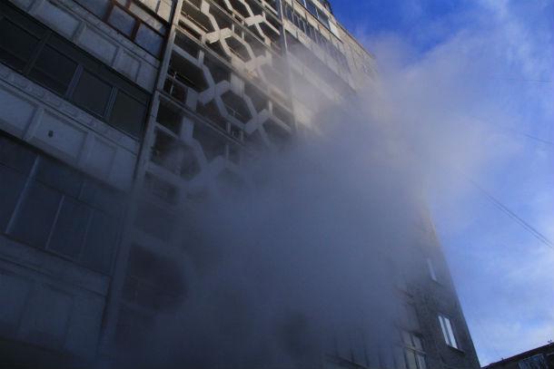 В доме №15 по проспекту Космонавтов так парит уже с конца октября. Пока коммунальщики бездействуют. Фото Анны Неволиной