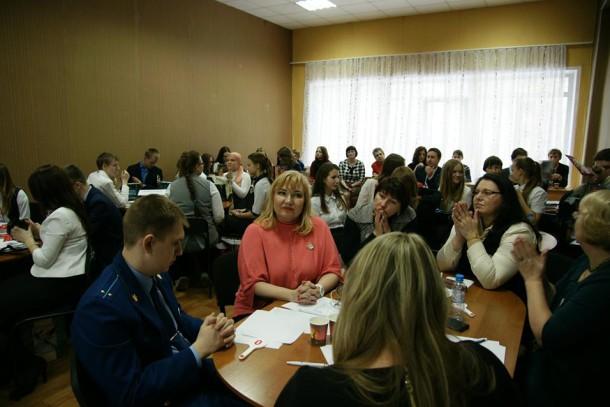 В правовой олимпиаде приняли участие школьники нескольких городов области. Фото Ксении Лумповой