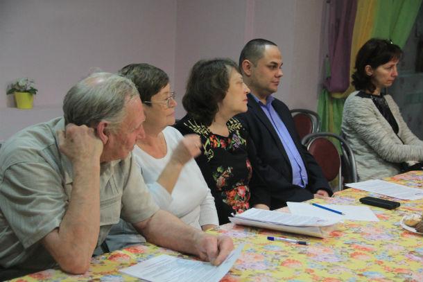 Жителей, посетивших круглый стол ОНФ, было немного — мы насчитали всего 8 человек Фото Анны Неволиной