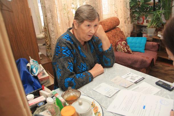"""Любовь Ковалева считает, что ее просто обманули. Хотя сотрудники компании """"Электросети"""" утверждают, что жительница """"сама чего-то недопоняла"""" Фото Анны Неволиной"""
