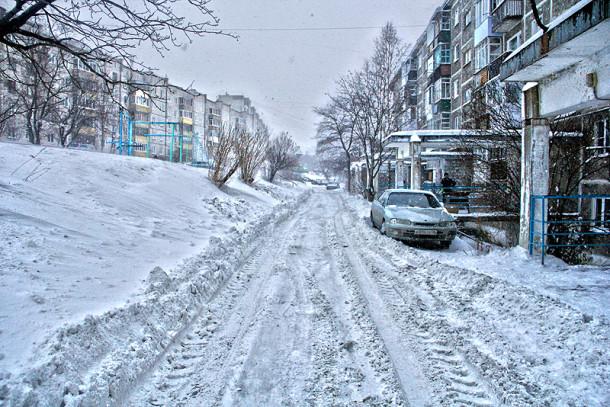 Двор дома 16а по улице Емлина Фото Анны Неволиной