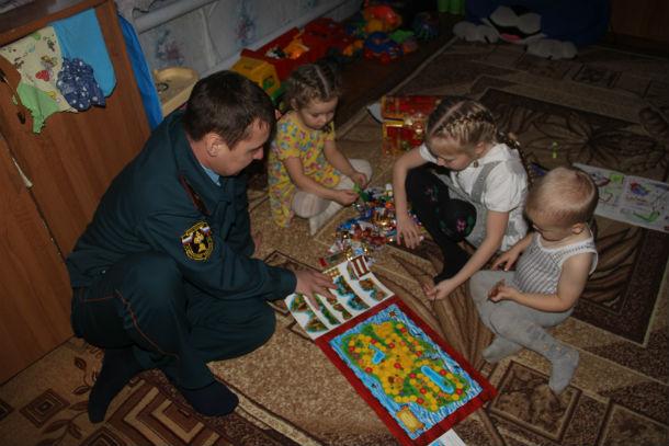 Дарья, Александра и Яков Юшковы очень обрадовались нежданному подарку  Фото Марии Поповой