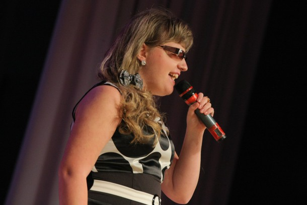 Дарья Уступалова, певица:  — Я всем своим клиентам говорю про «Я помогаю», про то, какой у нас будет замечательный проект. Говорю: приходите, мы вас ждем. Я там тоже буду!