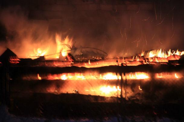 Баня в Шайтанке вспыхнула ранним утром ФОто Марии Поповой