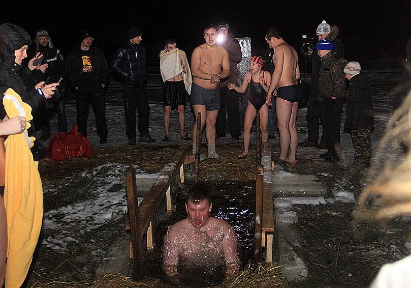 15 фото с крещенских купаний от Анны Неволиной