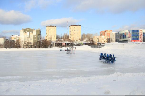 Зимой ведется активная работа по подготовке документов, чтобы летом в Первоуральске появилось поле с искусственным покрытием Фото Анны Неволиной