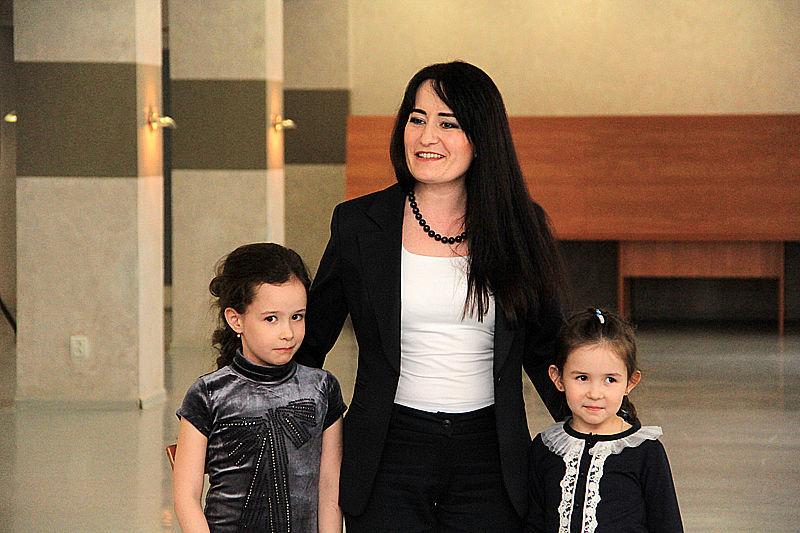 Камила и Аделина — дочки конкурсантки Эльвиры Адиатуллиной Фото Анны Неволиной