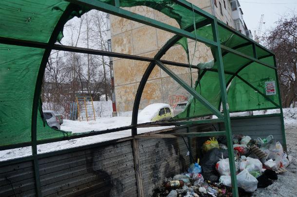 Контейнерная площадка на Ватутина, 53 сгорела почти полностью  Фото Марии Поповой