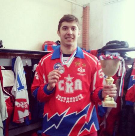Игрок сборной Свердловской области Николай Коньков после награждения