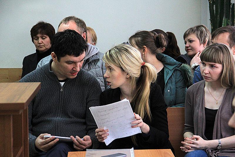 Вдова Дениса Дьякова Яна (справа) считает, что моральный вред в размере 4 миллионов рублей - вполне обоснованная сумма Фото Анны Неволиной