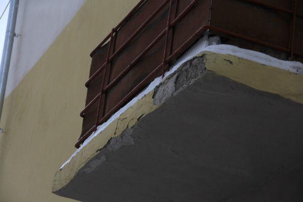 Несмотря на просьбы жильцов, балконы им так и не отремонтировали  Фото Анны Неволиной