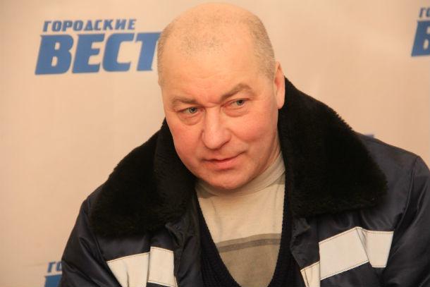 Александр Емельянов приехал в Первоуральск из Ревды на велосипеде. И все ради того, чтобы найти участников для конкурса по художественному свисту  Фото Анны Неволиной