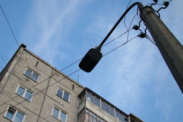 Планируется заменить фонари от Талицкого путепровода до железнодорожного переезда по дороге на Динас  Фото из архива редакции