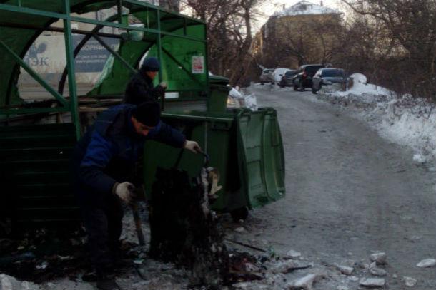 Контейнеры на сгоревшей площадке уже в тот же день заменили на новые Фото Татьяны Давыдовой