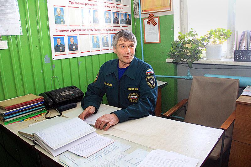 Михаил Пашнин последние семь лет работает в 176-ой пожарной части  Фото Анны Неволиной