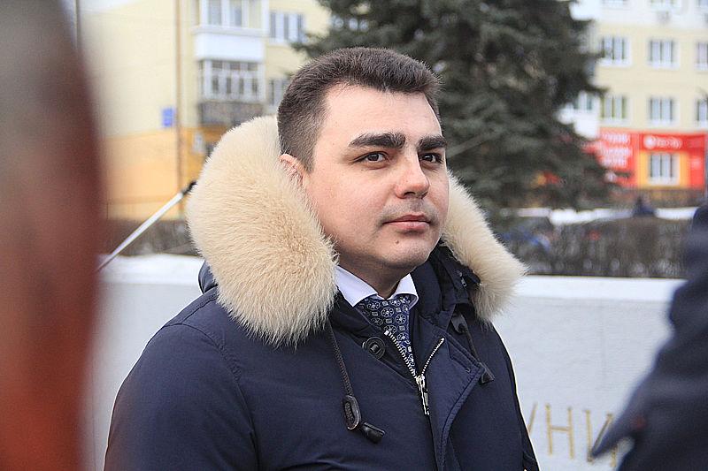 Главный виновник торжестве — замглавы по ЖКХ Артур Гузаиров