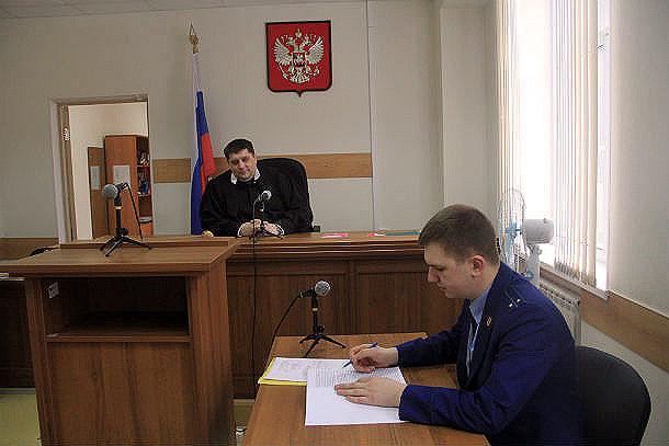 Два кадра и на выход. В первоуральском суде слушается дело о половой неприкосновенности — естественно, в закрытом режиме. Фото Анны Неволиной