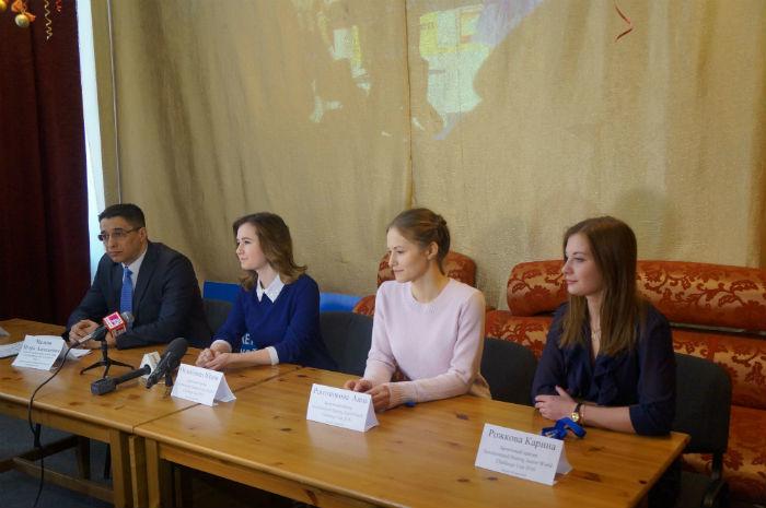 По приезду девочки дали пресс-конференцию Фото Ольги Хмелевой
