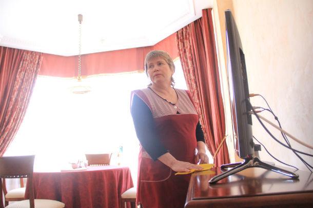 Людмила Шипицына уверяет, что постояльцы гостиницы очень ценят ее труд Фото Анны Неволиной
