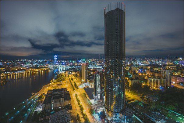 Вид на центр Екатеринбурга и Екатеринбург Сити с БЦ Демидов. Фото Ярослава Вотякова