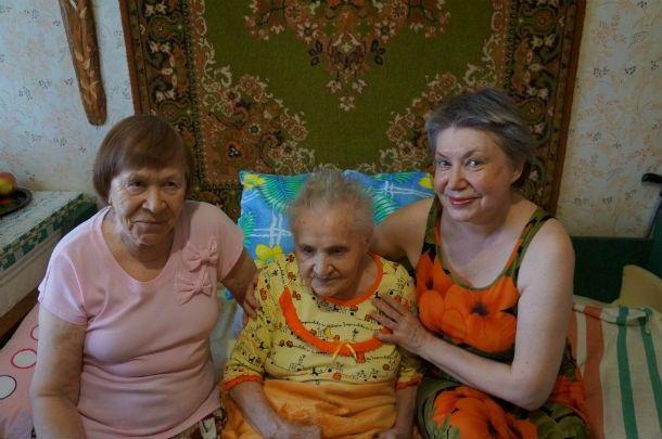 За 101-летней Клавдией Чумаченко ухаживают две ее дочери  Фото Ольги Хмелевой