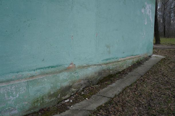 Задняя часть дома сильно просела  Фото Ольги Хмелевой