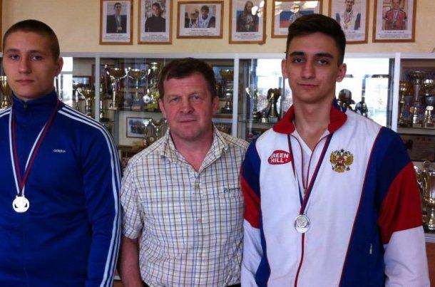 Георгий Житнюк, тренер Михаил Плюхин и Григорий Мороз   Фото с сайта pervostart.ru