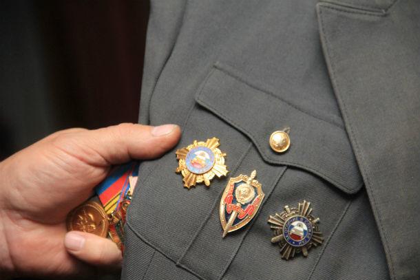 У Александра Краева много орденов и медалей. Самых ценных нет, все одинаково дороги для подполковника  Фото Анны Неволиной