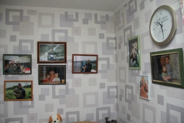 На кухне четы Краевых -  фотографии внуков  Фото Анны Неволиной