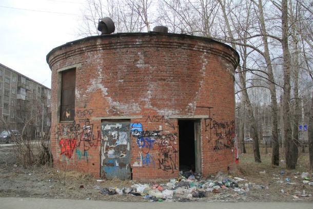 Здание на Вайнера уже настолько старое, что и пенсионеры не могут вспомнить, для чего оно было построено  Фото Анны Неволиной